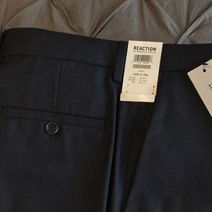 Kenneth Cole Reaction Slim Fit. 32 x 29